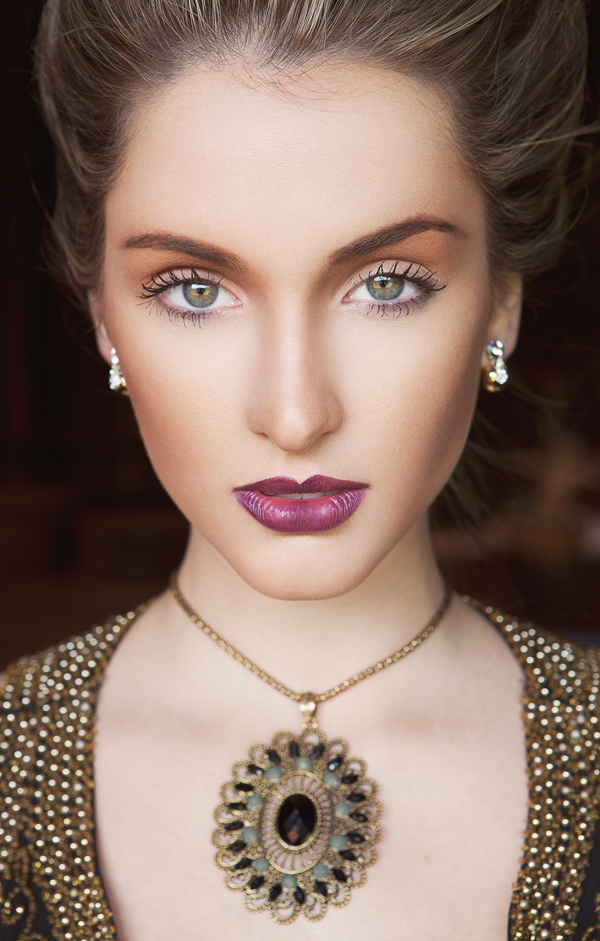 vintage-necklace-beauty-portrait-make-up