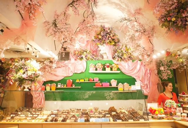 5th-avenue-teuscher-chocolate-shop-01