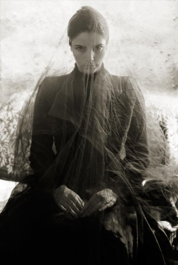 woman-in-black-001