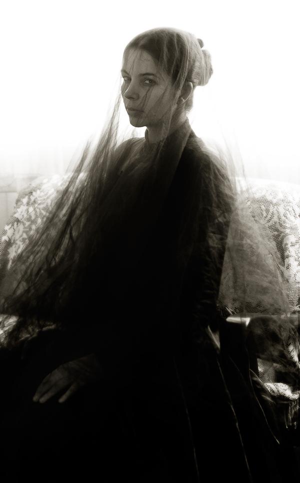 woman-in-black-03