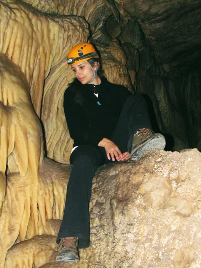 caverna de las brujas anna theodora
