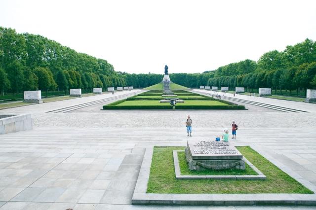 Berlin-Germany-07-russisches-denkmal-memorial-de-guerra-soviético