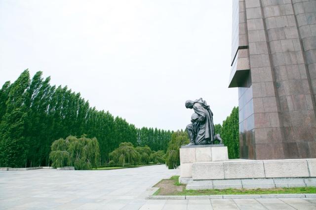 Berlin-Germany-08-russisches-denkmal-memorial-de-guerra-soviético