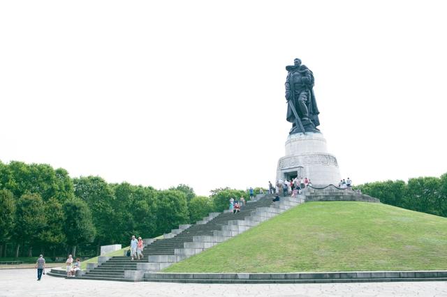 Berlin-Germany-09-russisches-denkmal-memorial-de-guerra-soviético
