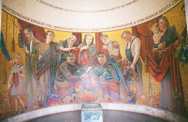 Berlin-Germany-10-russisches-denkmal-memorial-de-guerra-soviético